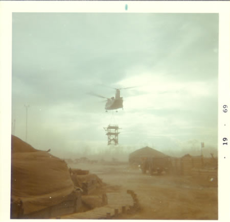 1969_-_Gela_-_Chinook_moving_a_tower_fs
