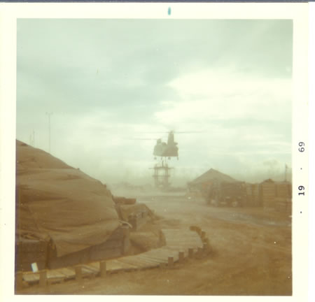 1969_-_Gela__Chinook_moving_tower_fs