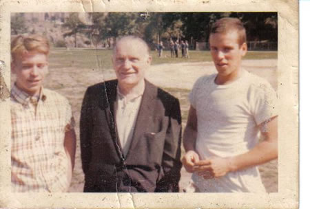 R-L_Mike_Morrow,_Father,_&_Brother._Mike_Died_in_Vietnam_fs